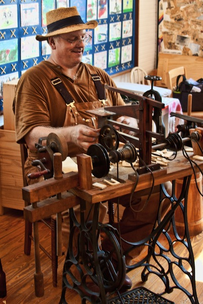 The Treadle Powered scroll saw
